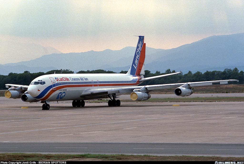 'Cruceros del aire'. Los vuelos alrededor del mundo de LAN Chile en los80's